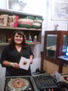 Last Saturday night we were treated to music at Por Vida, but you can also hear it on www.radiopulsodelbarrio.com.